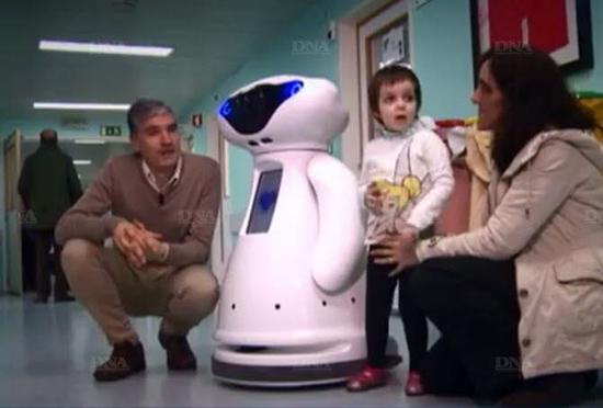 Робот Каспер помогает детям справиться с онкологией