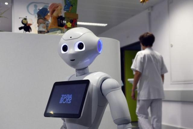Робот Пеппер теперь работает на ресепшене