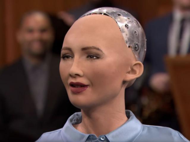 Робот с гражданством София хочет выйти замуж и завести дочь