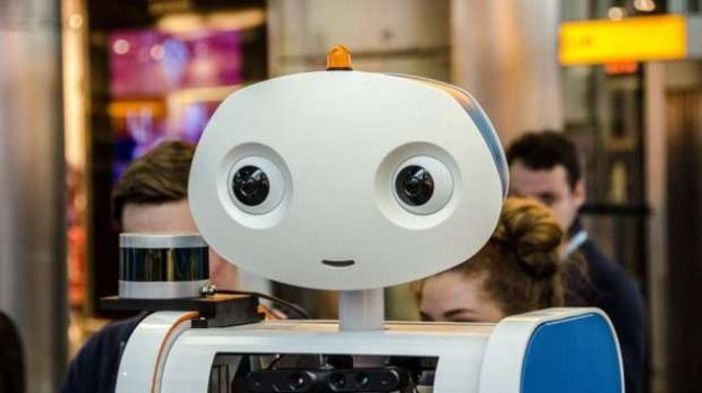 Робот Spencer успешно начал работу в международном аэропорту в Амстердаме