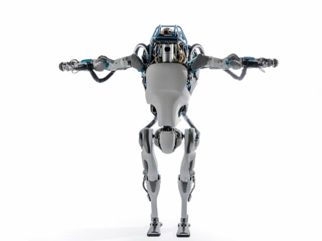 Роботы тоже нервничают: уходя со сцены, робот Atlas упал