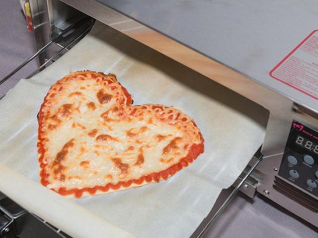 Роботизированный 3D-принтер BeeHex может приготовить пиццу за пять минут | 3D Print Expo
