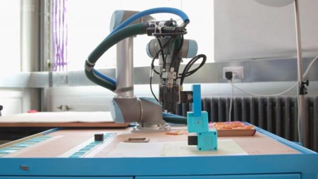 Роботов научили создавать себеподобных