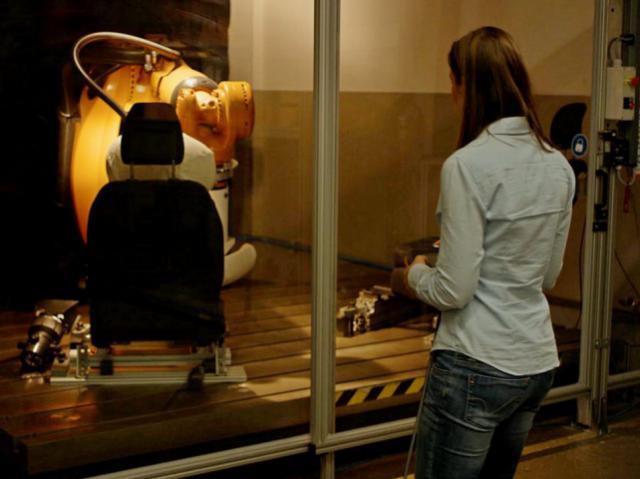Robutt – робот, который проверяет сидения автомобилей на выносливость