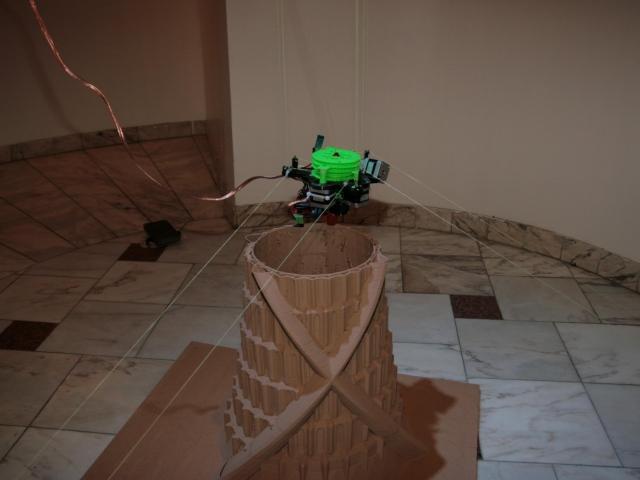 Шведский студент создал самодельный подвесной 3D-принтер