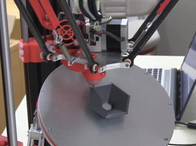Швейцарские студенты создали 3D-принтер с 6 осями