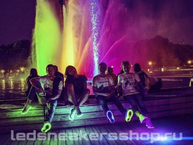 Sneaker.Show: светящиеся сникеры представит участник Led Sneakers Shop!