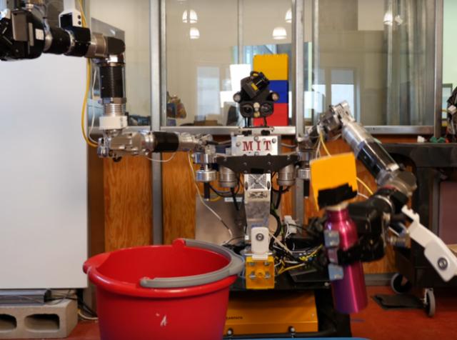 Создан алгоритм для обучения роботов