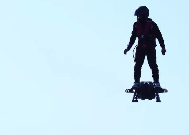 Специалисты Zapata Racing провели успешные испытания настоящего реактивного ховерборда