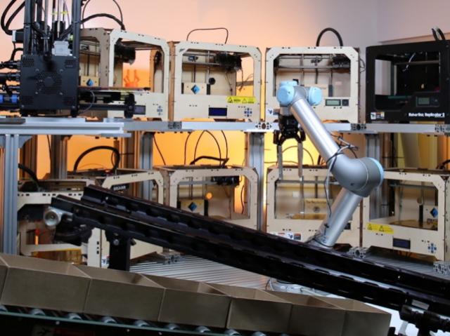 Стартап Tend.ai создаёт роботов для управления 3D-принтерами