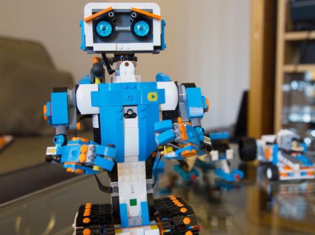 Топ-6 освітніх роботів для дітей. Відео