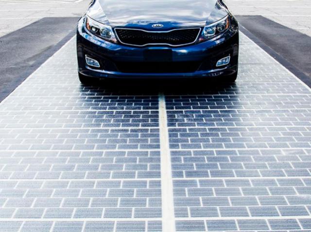 Участок дороги в США оборудовали солнечными панелями