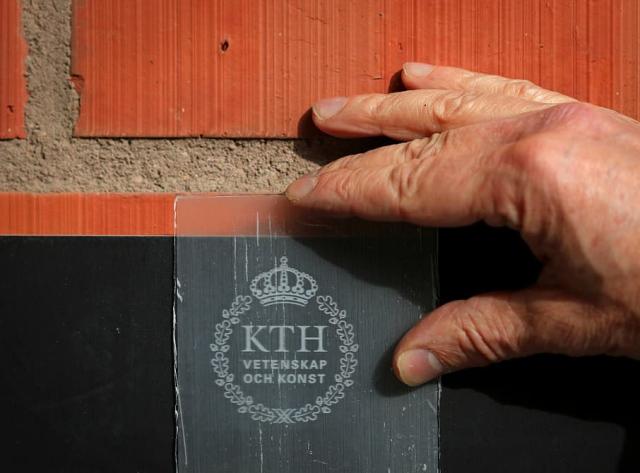 Учёные научились делать прозрачные деревянные панели