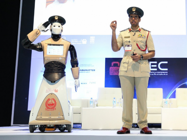 Улицы Дубая будет патрулировать робокоп