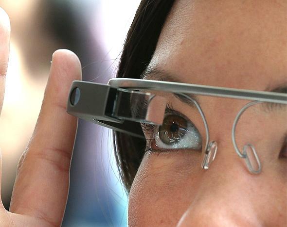 «Умный монокль» заменит Google Glass