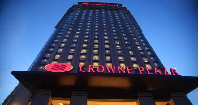 В гостинице Crowne Plaza роботы по воздуху будут доставлять заказы