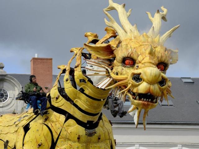 В Оттаве спектакль показали роботы-гиганты