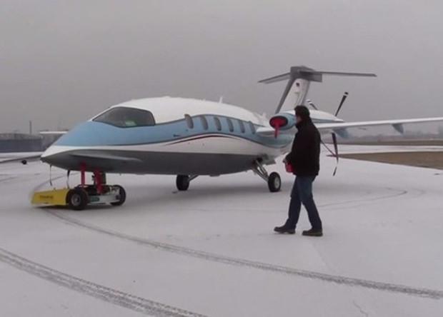 В США появился робот, буксирующий самолеты