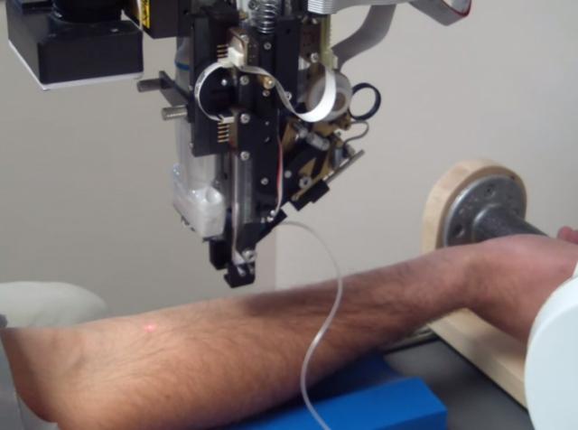 Veebot - робот для швидкого забору крові з вени
