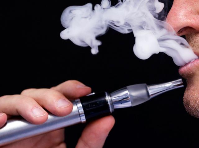 Власти призывают перейти с экспортных электронных сигарет на отечественные аналоги