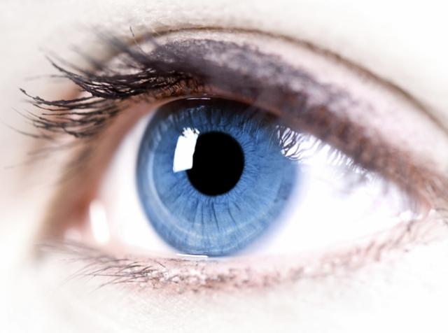 Лікарі задіяли робота для проведення унікальної операції всередині ока