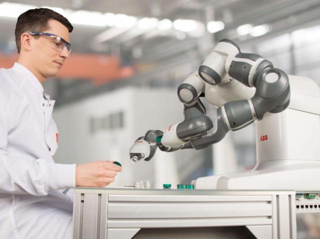 YuMi – лучший промышленный робот
