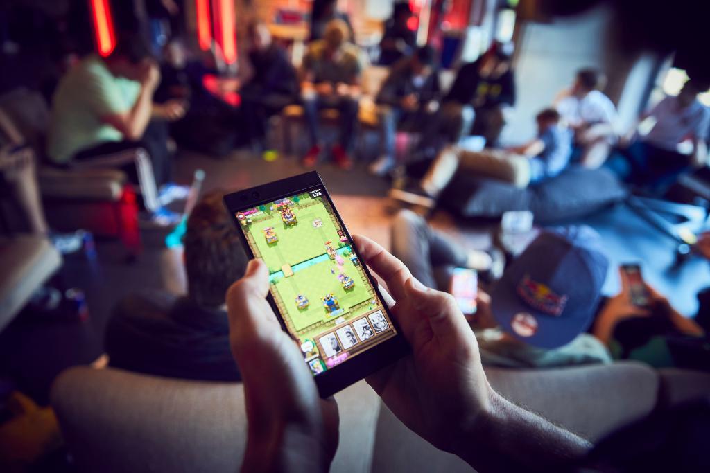 Топ-5 мобильных игр, в которые играют все: AoV, Clash Royale, PUBG