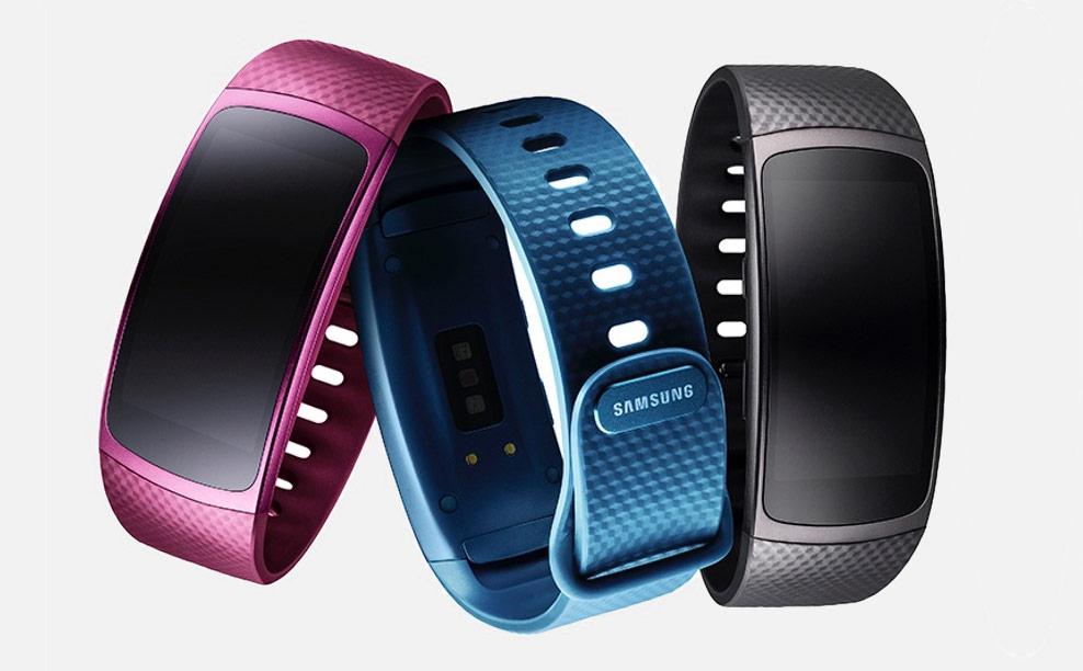 Умный фитнес-трекер Gear Fit2 от Samsung теперь доступен и в России