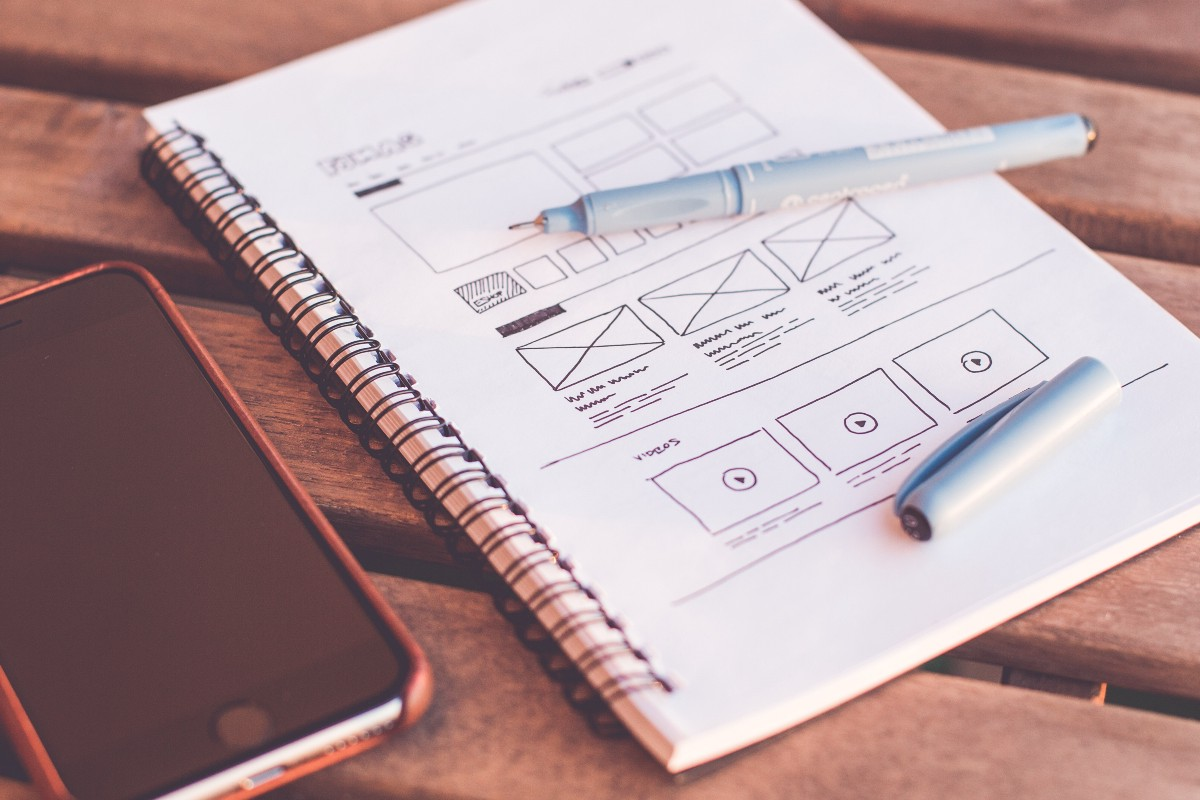What is the difference between UX and UI design?