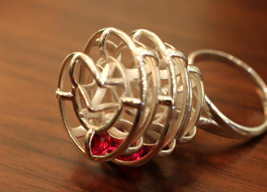 В Гонконге на 3D-принтере напечатали необычное золотое кольцо
