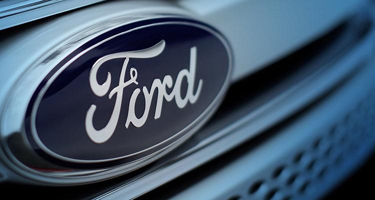В первый автомобиль-беспилотник от Ford встроили покерный стол