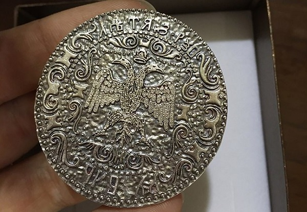 В России на 3D-принтере создали копию рубля XIV века