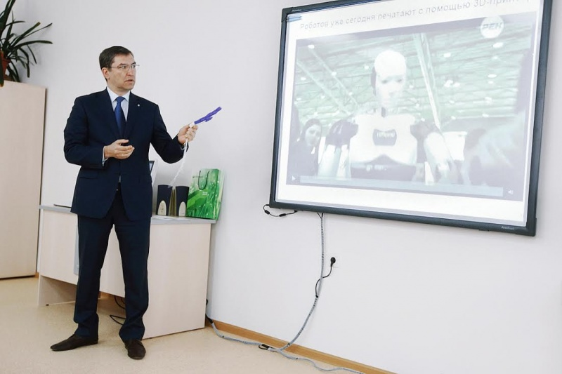 В школах с физико-математическим уклоном будут учить печатать на 3D-принтерах