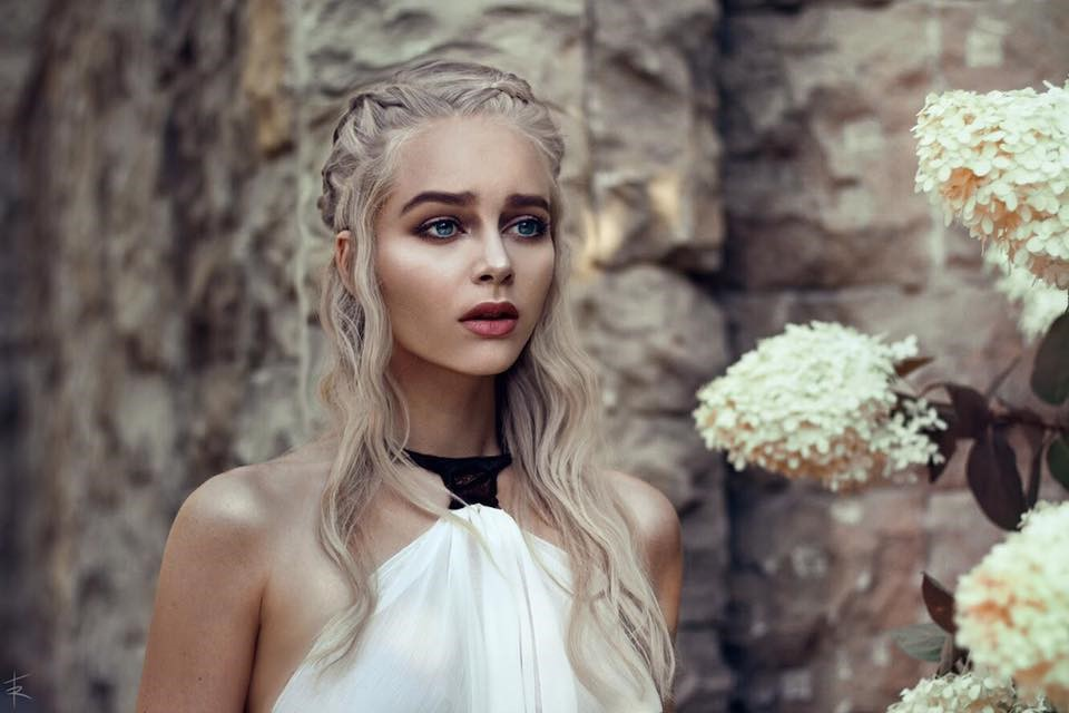 Mother of Dragons impressive cosplay from Katya Kosova