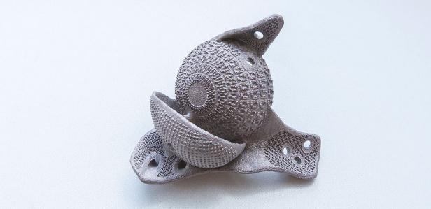 Впервые в России сделали титановый протез сустава на 3D-принтере