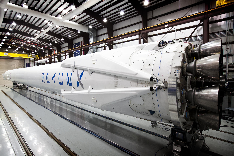 Запуск ракеты Falcon 9 отменили в последнюю секунду.