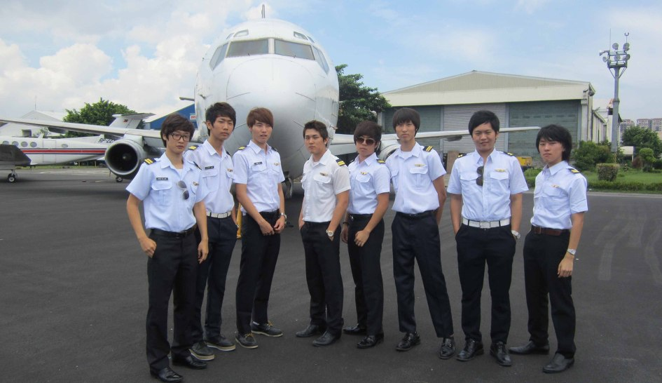 Юный китаец получил письмо о зачислении в авиационный вуз от дрона