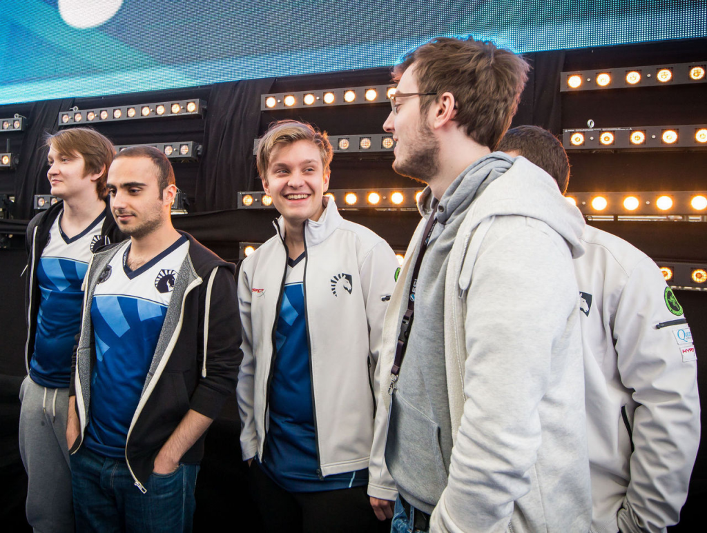 Why do cyberathletes love Dota 2: the overall discipline prize fund beat all possible records