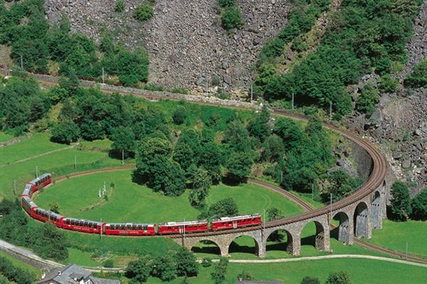 На ж/д вокзалах Швейцарии можно будет купить биткоины