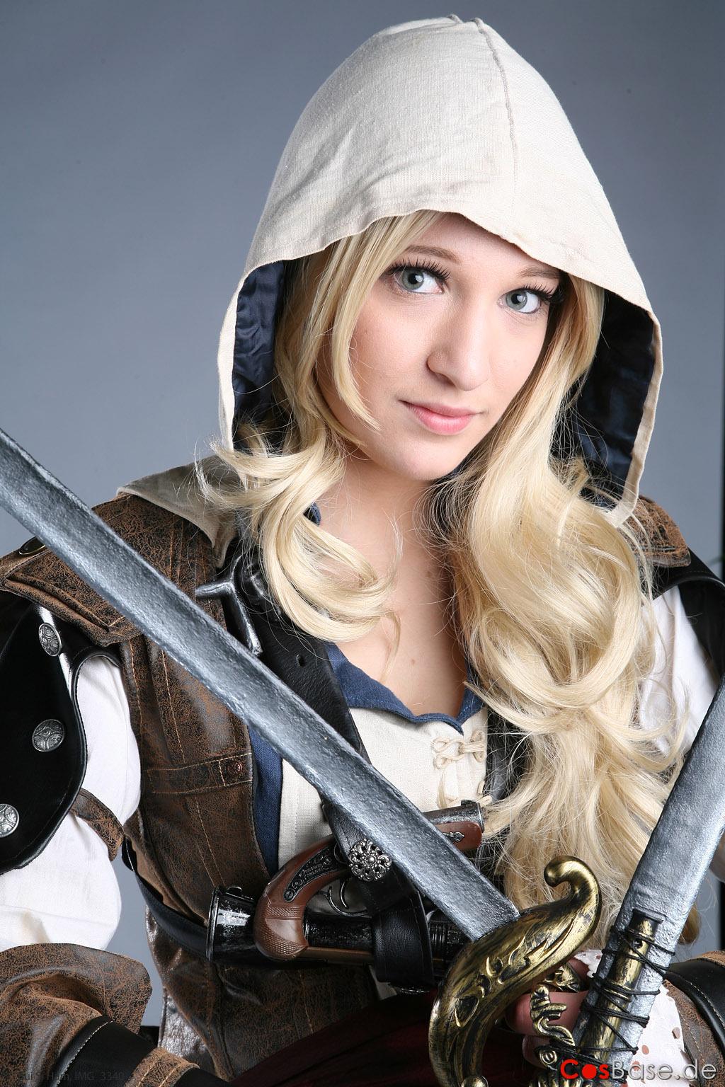 Assassin's Creed в женском исполнении: косплей по героям игры - 6