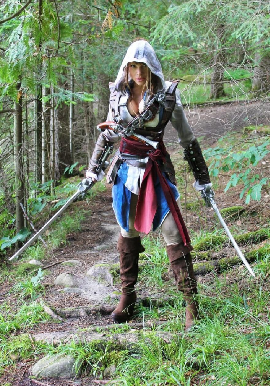 Assassin's Creed в женском исполнении: косплей по героям игры - 1
