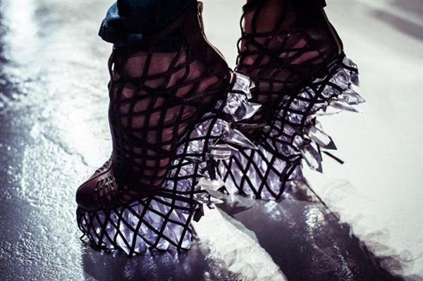 Iris van Herpen's Crystal-esque 3D printed dress & shoes for
