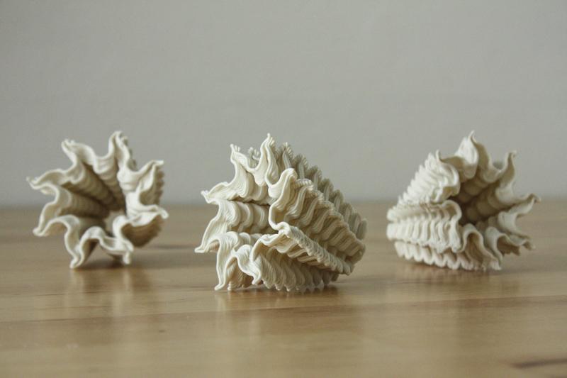 Экспонат выставки на 3D Print Expo: дельта-принтер «Эрьзя», печатающий жидкой керамикой - 2