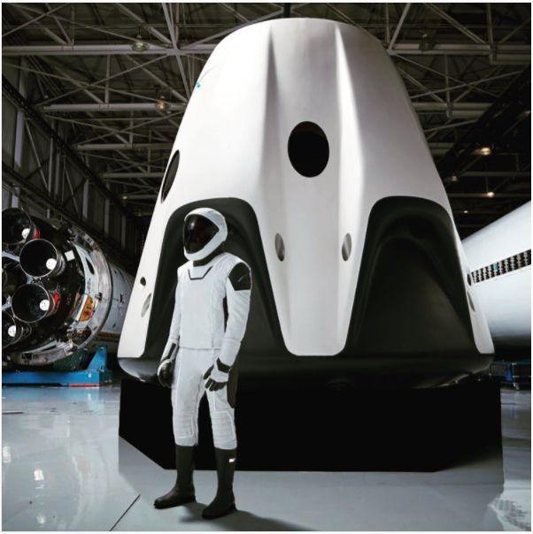 inSpace Forum: Ilon Mask prezentoval skafandr kolonizatorov Marsa - 1