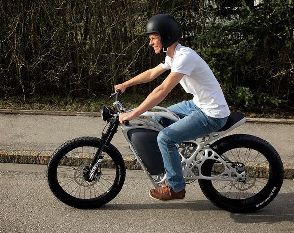 airbus-apworks-unveils-35kg-3d-printed-light-rider-motorcycle 1