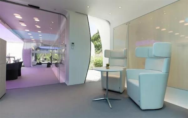 В Дубае построили первое в мире 3D-печатное здание - 8