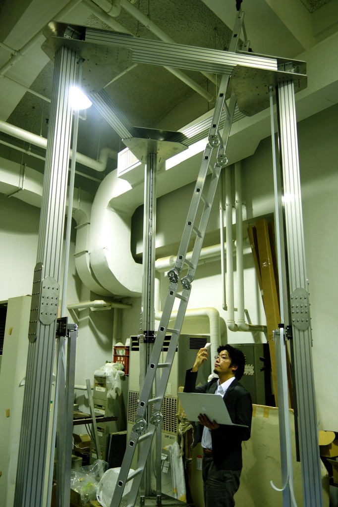 Japanese-Designers-Create-a-Huge-Delta-3D-Printer-4-Meters-Tall