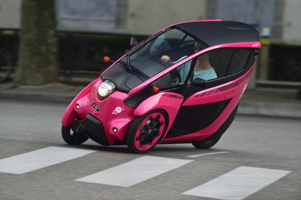 Image of future city car - 1